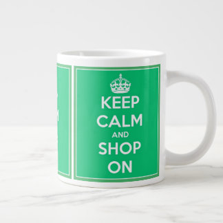 Mantenha a calma e comprar em verde e no branco caneca de café gigante