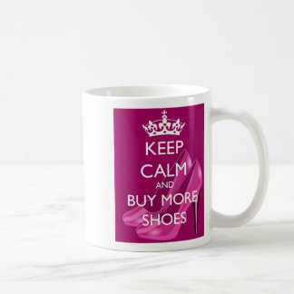 Mantenha a calma e compre mais caneca dos calçados
