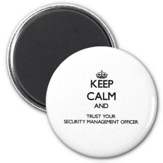 Mantenha a calma e confie sua gestão Offic da segu Ímã Redondo 5.08cm