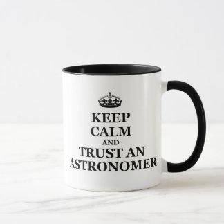 Mantenha a calma e confie um astrónomo caneca