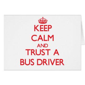 Mantenha a calma e confie um condutor de autocarro cartao