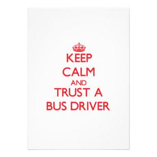Mantenha a calma e confie um condutor de autocarro convite personalizado