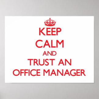 Mantenha a calma e confie um gestor de escritório posteres