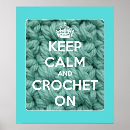 Mantenha a calma e Crochet no azul Pôster
