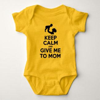 Mantenha a calma e dê-me à mamã t-shirt