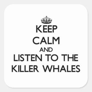 Mantenha a calma e escute as baleias de assassino adesivo quadrado