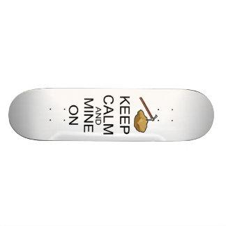 Mantenha a calma e mine sobre skate