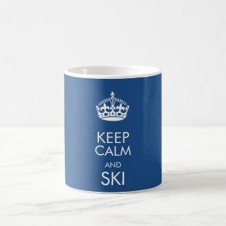 Mantenha a calma e o esqui - para personalizar o caneca