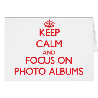 Mantenha a calma e o foco em álbuns de fotografias cartão comemorativo