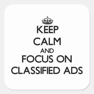 Mantenha a calma e o foco em anúncios classificado adesivo quadrado
