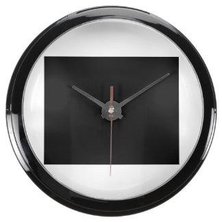 Mantenha a calma e o foco em arremessar relógios com aquário