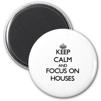 Mantenha a calma e o foco em casas imãs de geladeira