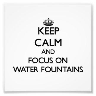 Mantenha a calma e o foco em fontes de água impressão de fotos