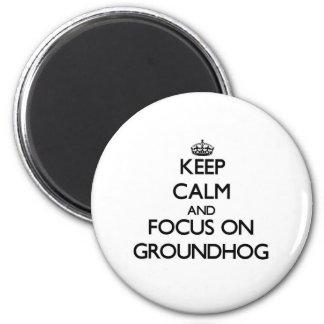 Mantenha a calma e o foco em Groundhog Ímã Redondo 5.08cm
