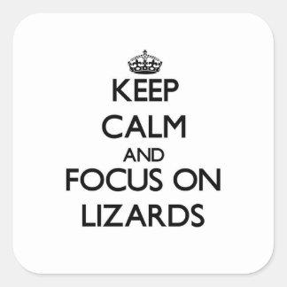 Mantenha a calma e o foco em lagartos adesivo quadrado