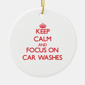 Mantenha a calma e o foco em lavagens de carros ornamento de cerâmica redondo