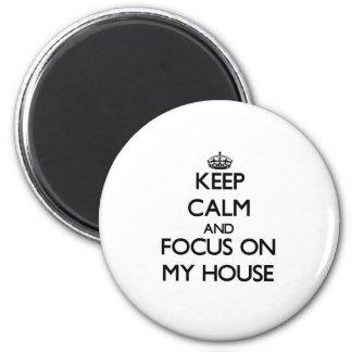Mantenha a calma e o foco em minha casa imã de geladeira