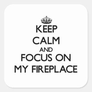 Mantenha a calma e o foco em minha lareira adesivos quadrados