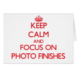 Mantenha a calma e o foco em revestimentos da foto cartão comemorativo
