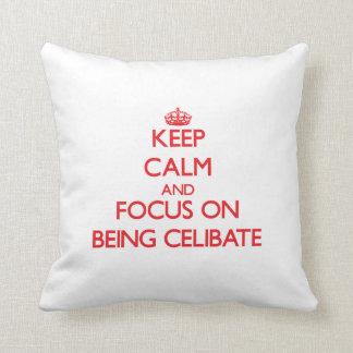 Mantenha a calma e o foco em ser celibato travesseiro