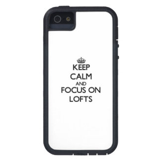 Mantenha a calma e o foco em sótãos capas iPhone 5