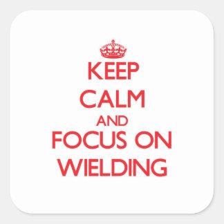 Mantenha a calma e o foco em Wielding Adesivos Quadrados