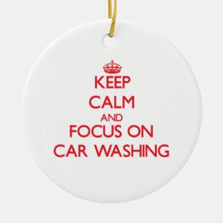 Mantenha a calma e o foco na lavagem do carro ornamento de cerâmica redondo