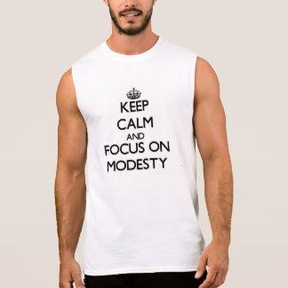 Mantenha a calma e o foco na modéstia camisa sem manga