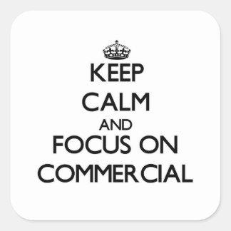 Mantenha a calma e o foco no anúncio publicitário adesivo em forma quadrada