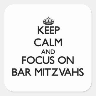 Mantenha a calma e o foco no bar Mitzvahs Adesivos Quadrados