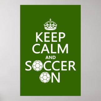 Mantenha a calma e o futebol sobre posteres