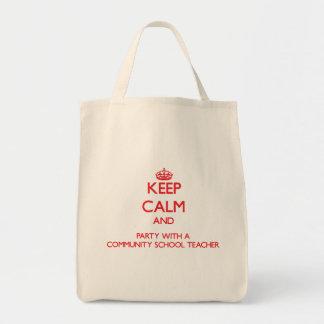 Mantenha a calma e o partido com uma escola comuni bolsa