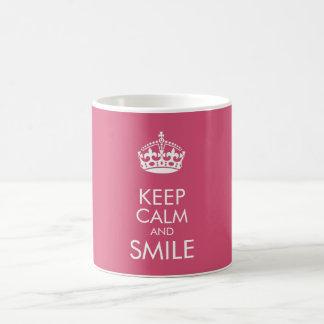 Mantenha a calma e o sorriso - para personalizar o caneca