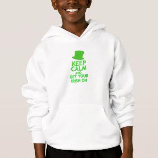 Mantenha a calma e obtenha seu irlandês sobre camisetas