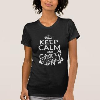 Mantenha a calma e tenha uma bebida (irlandês) (al camiseta