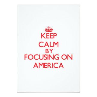Mantenha a calma focalizando em América Convite 12.7 X 17.78cm