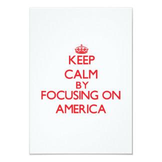Mantenha a calma focalizando em América Convites