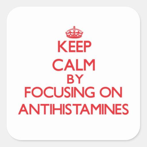 Mantenha a calma focalizando em antistamínicos adesivo em forma quadrada