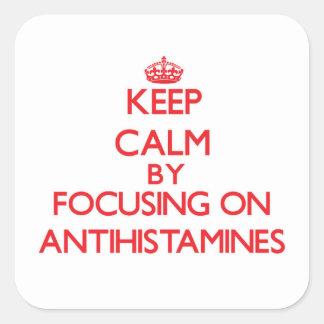 Mantenha a calma focalizando em antistamínicos adesivo quadrado