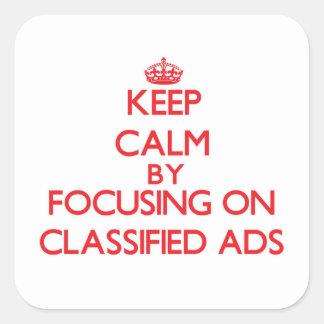 Mantenha a calma focalizando em anúncios adesivo em forma quadrada