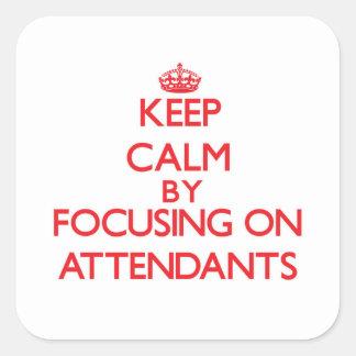 Mantenha a calma focalizando em assistentes adesivo em forma quadrada