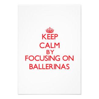 Mantenha a calma focalizando em bailarinas convite personalizados
