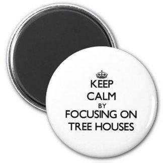 Mantenha a calma focalizando em casas na árvore