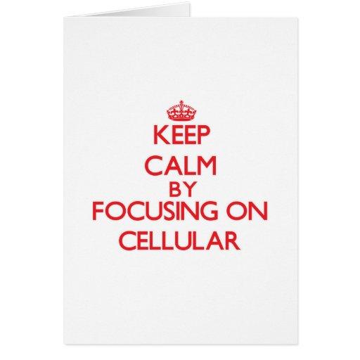 Mantenha a calma focalizando em celular cartao