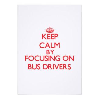 Mantenha a calma focalizando em condutores de convite personalizado