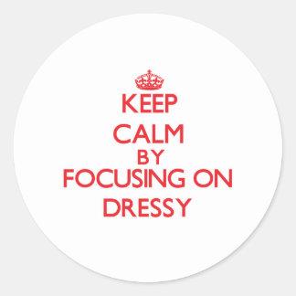 Mantenha a calma focalizando em Dressy Adesivo Redondo