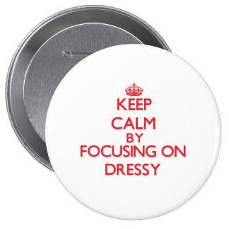 Mantenha a calma focalizando em Dressy Boton