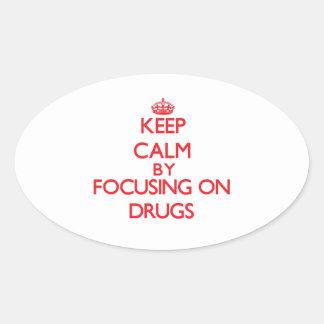 Mantenha a calma focalizando em drogas adesivos ovais