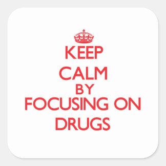 Mantenha a calma focalizando em drogas adesivos quadrados