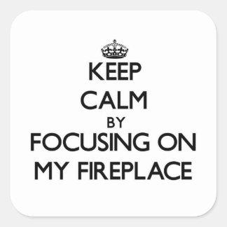 Mantenha a calma focalizando em minha lareira adesivo quadrado